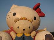 キティとミッフィーの巨大風船