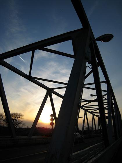 橋の上から見た夕日