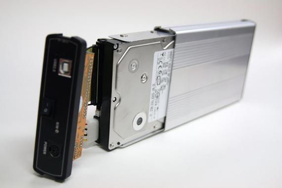 ハードディスクをケースに接続したところ